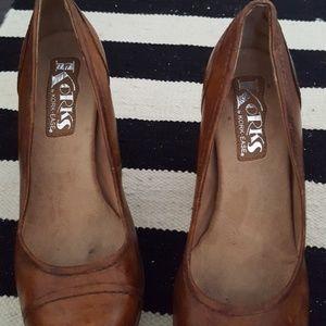 Korks by kork -ease 6.5 tan brown shoe.